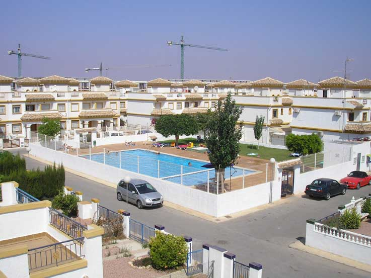 large picture pool rent torrevieja jardin del mar